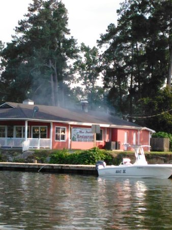 Cross, SC: Great Food on the Diversion Canal