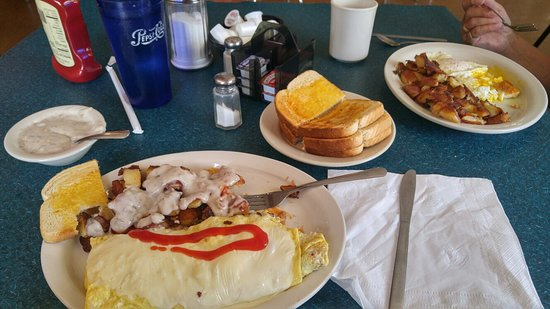 Bloomsburg, Pensilvanya: Just amazing cheese steak omelette. Served on a warm plate even. I should not have ordered that