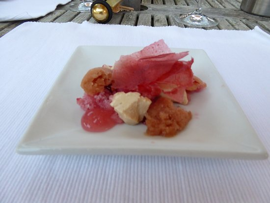 Petersfield, UK: Strawberry and early grey panacotta