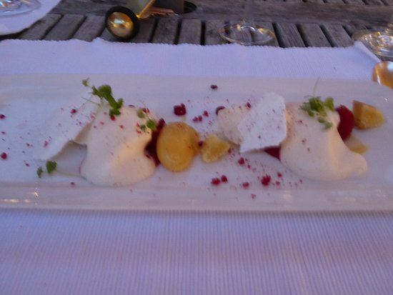 Petersfield, UK: Lemon curd, peach, meringue and saybayonn