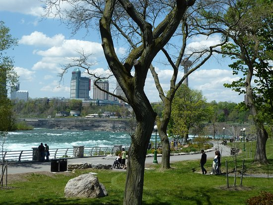 Niagara Falls State Park: View of the Niagara State Park