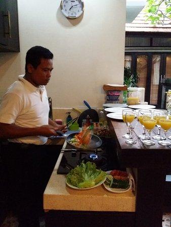 Villa Cantik Tresna : Breakfast prepared daily