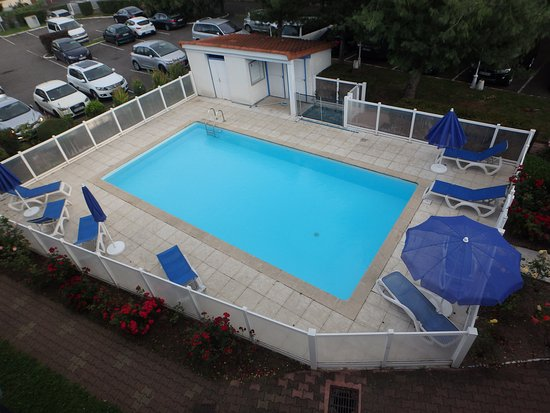 Quality hotel clermont kennedy clermont ferrand france for Hotel clermont ferrand avec piscine