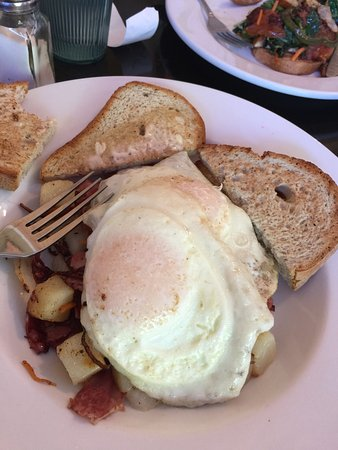 Beth's Kitchen Cafe: Corned beef hash, two eggs, over easy and gluten free toast. Amazing!