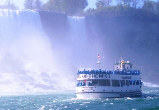 [Image: maid-of-the-mist-boat.jpg]