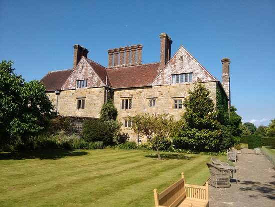 Burwash, UK: The house from the garden