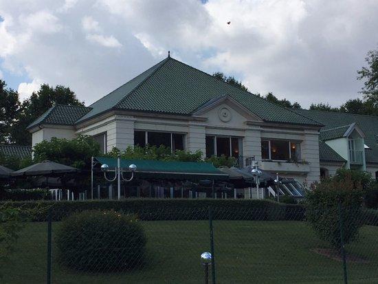 Joigny, Francia: View from street