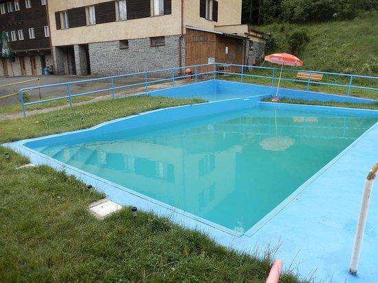 Srni, Republika Czeska: Small wading pool and shallow pool for swimming.