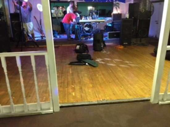 Hula's Bar and Grill : Dance floor in Hula's.