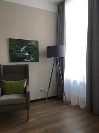 Hotel Eifelbräu: Le coin fauteuil dans notre chambre