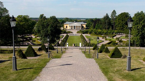 Uppsala - Botaniska trädgården (vy från slottet)