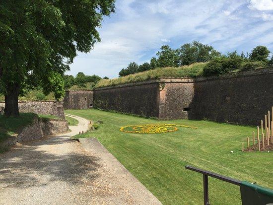 Neuf-Brisach, France : fortificazioni ben tenute