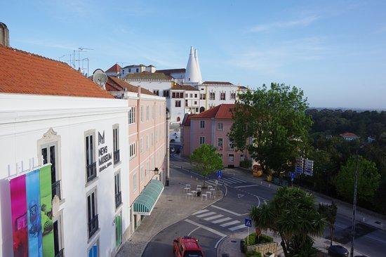 Sintra Boutique Hotel : Vue sur la Palais National de Sintra depuis la chambre
