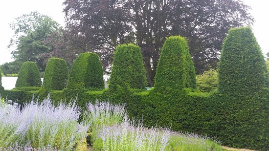 Haywards Heath, UK: Nymans Gardens and House