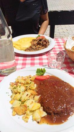 Nova Ponente, Włochy: polenta e funghi e tagliata con cipolle e patate