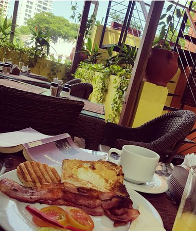 Casa de Isabella - a Kali Hotel: Delicious breakfast made to order on the terrace 6h a 10h