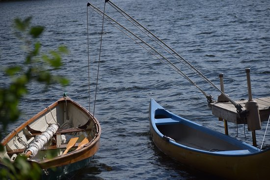 Sutton, New Hampshire: Sailboat and canoe to take out on the lake.
