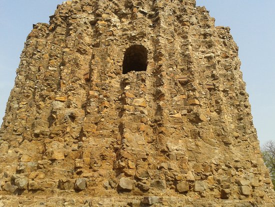 Qutab Minar: Structure within the Qutub Complex
