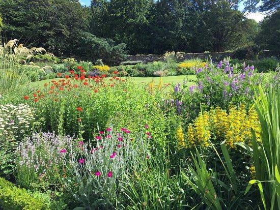 Dirleton, UK: Beautiful gardens!