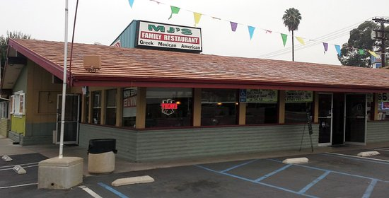 El Cajon, Kalifornien: The business end, two front doors-counter, boothes and a banquet room with ample parking.