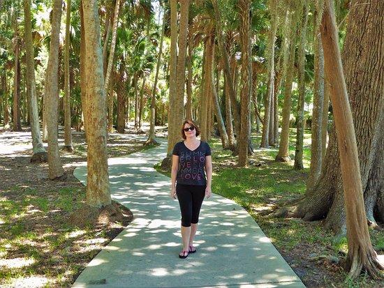 South Daytona, Floride : Enchanting park.. Girl not included.