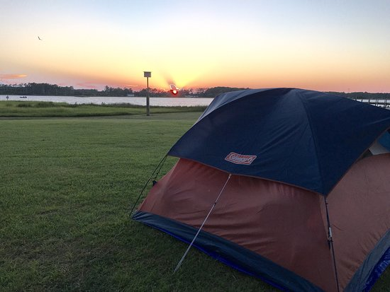 Beaufort, Carolina del Norte: Paradise found! We tent camped, two adults in July 2016. Great location to explore Cape Lookout