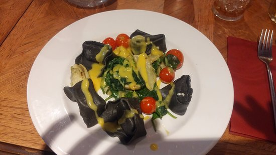 Reigate, UK: Salmon and Squid Ink pasta (I forgot what this kind of pasta is called...)