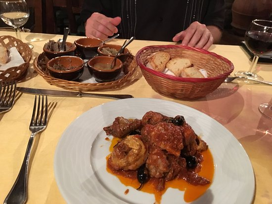 Hostaria del Bricco: Wonderful Chicken Cacciatore Another Angle
