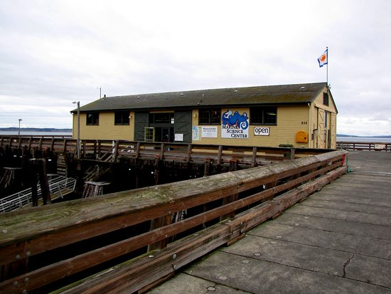 Port Townsend, واشنطن: the Main Marine Science Center building.
