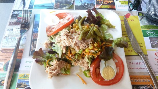 Mirepoix, France : entree salade composee