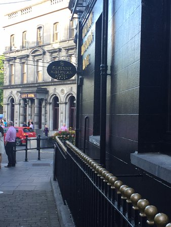 Kilkenny Hibernian Hotel: Outside of Hotel from Street