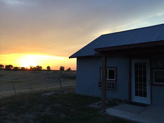 Interior, Dakota del Sur: Cowboy Cabin is sited near fenced pasture