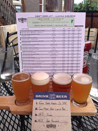 Waterbury, Βερμόντ: 4 oz. samplers of several awesome VT beers!