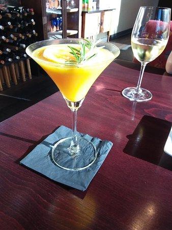 Salem, Oregón: Mango martini