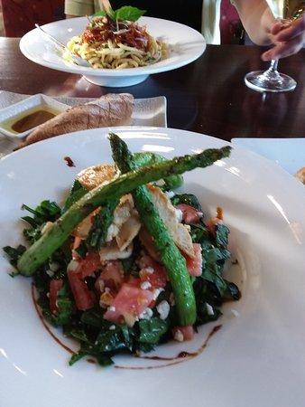 Salem, Oregón: Spinach, aspargus and chicken