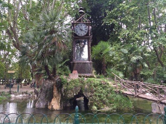 L orologio ad acqua ne percorso interno di villa borghese foto
