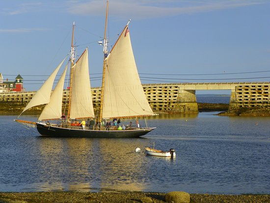 Остров Бейли, Мэн: Schooner ALERT with the Cribstone Bridge