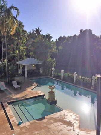 Mandalay & Shalimar Luxury Beachfront Apartments: Pool View