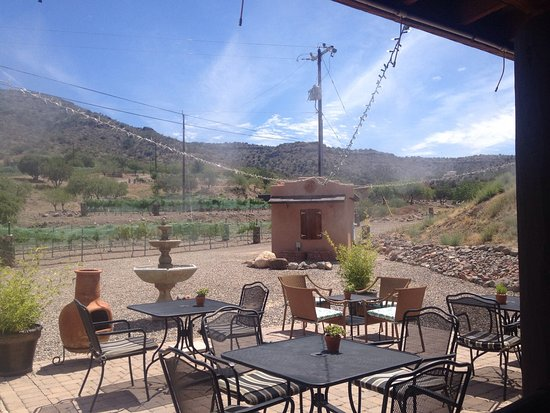 Cornville, AZ: Indoor and outdoor seating. Staff friendly and knowledgeable. Cheese tray was a nice add on to t