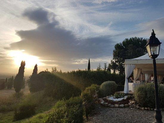 Asciano, Italië: 20160723_200000_large.jpg