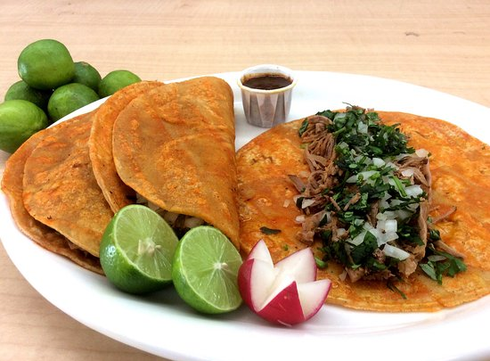 National City, CA: Tacos de birria de res