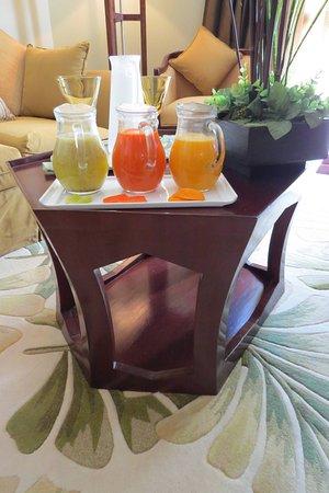 ฮิลตันลักซ์ซอร์รีสอร์ท & สปา: Jarras de sucos frecos estão sempre à disposição nas suites do Spa