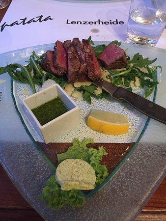 Lenzerheide, سويسرا: Rinderfilet auf Ruccola mit Parmesankäse