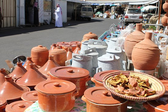 عسير, المملكة العربية السعودية: A tholtha market 