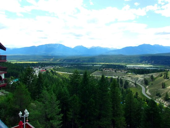 Radium Hot Springs, Canada: View of radium village from our baclcony