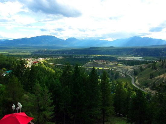 Rocky Mountain Springs Lodge and Restaurant : Radium from our balcony (room 10)