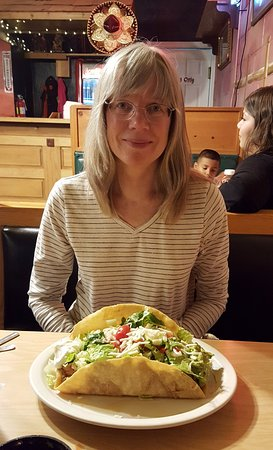 El Rodeo Mexican Restaurant: Taco Salad with Shredded Chicken