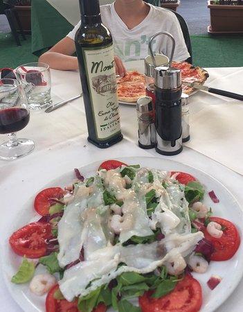 pizzeria il canniccio: Seafood salad, chianti and pizza margerita