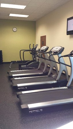Drury Inn & Suites Findlay: Exercise room doesn't have much as far as weights