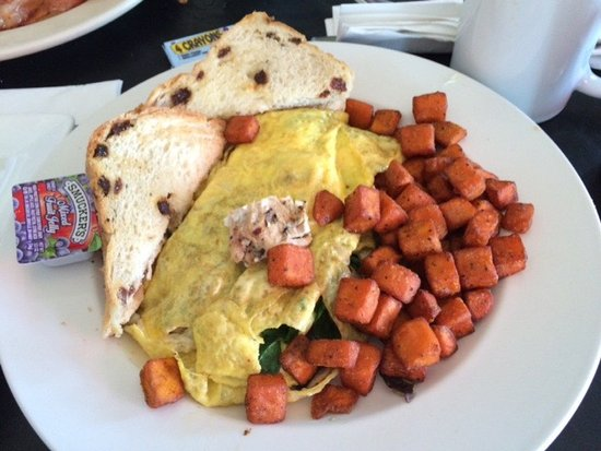 Hingham, MA: Country omelet (delicious filling of herbed chicken, goat cheese and spinach)